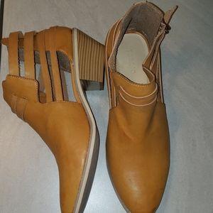 Brand new wide width booties